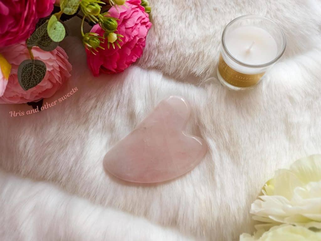 Камък гуа ша от розов кварц за маса